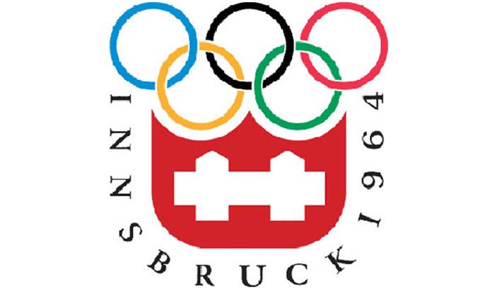 开幕时间:1964年1月29日 闭幕时间:1964年2月9日 举办地:奥地利因斯布鲁克 运动员:1091名(女子200人/男子891人) 项目数量:6个大项34个小项 第九届冬季奥运会于1964年在奥地利的因斯布鲁克举行,这里是奥地利著名的滑雪圣地,但在1964年却遇到了严重的缺雪问题。奥地利政府派出军队,从阿尔卑斯山上采雪下山,利用卡车将20000块冰砖运送到雪橇比赛赛场上,同时将40000立方米的雪铺到高山滑雪的赛场,还另外准备了20000立方米的雪,做为预备不时之需。组委会还特地从美国运来6部造雪机